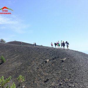 Escursionisti Sul Bordo Dei Crateri Sartorius